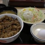 松屋 - プレミアム牛丼。ポテトサラダ。生卵。