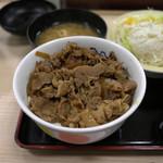 松屋 - プレミアム牛丼。色、黒いです。