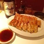 俺の餃子 - 焼餃子、しそ餃子、瓶ビール(アサヒ)