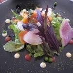 47327313 - トラウトサーモンと季節野菜の菜園風 オレンジのアクセント