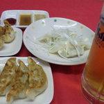 中央軒 - 焼・揚・水と3種類の餃子に生ビール(中)がついてお得な1080円!!得ギョウザセット☆