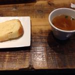 47331427 - セットのパンとスープ