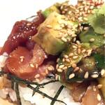 47332569 - 日替わりセット550円のアボカド海鮮丼