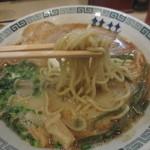 桂花ラーメン - 少し硬めのストレート麺