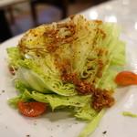 ピッツェリアCIRO - 丸ごとレタスのサラダ(アンチョビソース)ハーフ¥450
