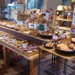 石窯パン工房 こばぱん - 入って目につく、新商品や目玉商品