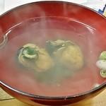 かき小屋 - Aコースに付いている「牡蠣のお吸い物」