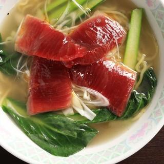 三崎名物のマグロや地物の海鮮を使った創作中華