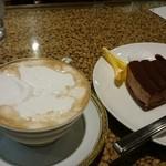 シャモニー 上大川前店 - ウインナー珈琲とチョコレートケーキ