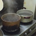 黒川食堂 - 黒川食堂(岡山県岡山市北区奉還町)厨房