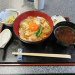 京のつくね家 - 親子丼 小鉢、香の物、味噌汁付き1