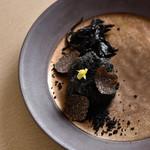 アルテリーベ - 黒トリュフの香る白子のフリット、竹炭のクランブルとともに