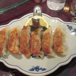 中華楼 - 焼き餃子、檸檬絞り添え