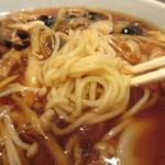 中華楼 - 麺は多加水方向