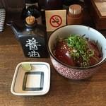 花壱 - まぐろ丼(400円)