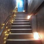 沖縄ワインダイニング - 狭い階段を上った 二階がお店