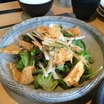 真心 - 揚げ湯葉のサラダ