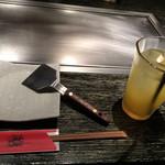 お好み焼・鉄板焼 88 パチパチ - 右のドリンクは健康オレンジ酢ソーダ。 座席は1階-2階ありで私達は2階のテーブル席 2015/09/28訪問