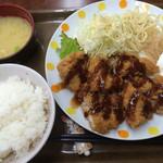 まんがだらけ - 料理写真:チキンカツ定食