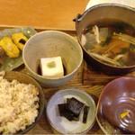 中央食堂・さんぼう - 胡麻豆腐鍋☆⌒d(^ー.゜)¥1300円