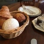 ホテルヨーロッパ - 三種のパン添え