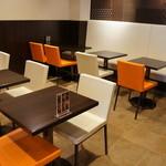 クリオロ カフェ - 奥のスペース、ゆったり落ち着けます