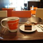 クリオロ カフェ - コーヒーとケーキも注文しました