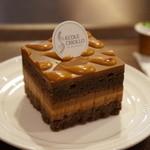 クリオロ カフェ - ケーキは、今月の新製品「キャラメル・ショック2」、世界コンクールで優勝されたケーキ「ガイア」と同じキャラメルを使用されています