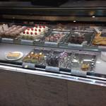 コーヒー ミキ - 店頭のケーキのショーケース