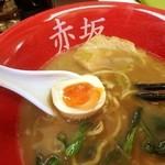 らーめん赤坂屋 - トッピング味玉は半熟だよ。