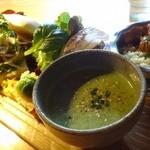 Sumi Cafe - ランチセット(お肉)、結構もりもりでボリューミィ!