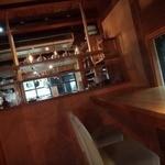 Sumi Cafe - カウンター席からキッチンを臨む。