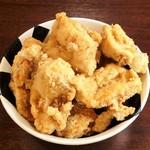 つけ麺 おんのじ - 【塩節からあげ】おんのじの魚介豚骨スープに漬け込んだ特製から揚げです。柔らかくて、大きいジューシーから揚げです。
