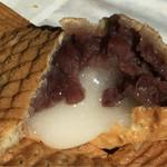 47376165 - お伊勢たい焼きの中には、餡と餅が!