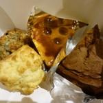 スリーチムニーズ - マロンタルト、紅茶のバターケーキ、スコーン (テイクアウト)