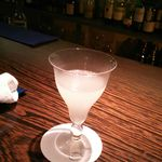 夜兎 - カクテル。レンピッカの系譜なのかグラスが独特