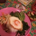 47388823 - 今日のおかずから…グリーンカレーと小松菜のインドネシア風炒め物