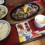 きらく屋 - 地鶏の鉄板焼き定食(980円)