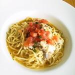 ラ・ポルタ - 2012/7 本日のメニューから『鯛とトマトのパスタ』、超ー美味!あまりに美味しくて残ったオイルまで頂いちゃいました。苦手な生パスタだったけど頼んで大正解!