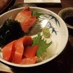 あうん屋 - 【2016年2月】刺身2点盛り合わせ(890円)