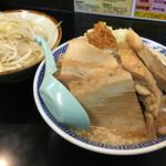 ra-mentsukemengarou - 雅狼ラーメン  小豚  (野菜ちょい増し アブラ ニンニク少なめ)