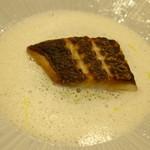 47396858 -                        ・真鯛のソテー グリーンピースのピューレとアンチョビのカプチーノ