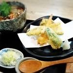 一久 - 料理写真:「けんちんそば」(¥1,140税込)と「天のみ」(¥780税込)