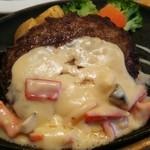 ステーキのどん - 料理写真:ハンバーグランチ(チーズクリームソース)210g 799円(税抜)