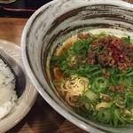 びんちょうや - カレー汁なし担々麺500円。