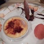 47406612 - デザート 苺シャーベット ガトーショコラ クレーム・ブリュレ