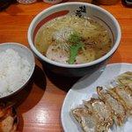 塩元帥 - 餃子セット(950円)