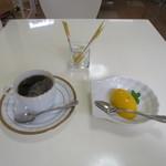 サクラ - ホットコーヒーと完熟マンゴープリン