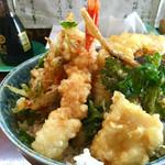 天丼の岩松 - これが本店の天ぷら♪同じ海鮮丼ですが違いがお分かりいただけますでしょうか。 ^ ^