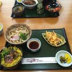 Tomoshige - 日替わり定食 税込680円 ネギトロ丼、うどん大、野菜のかき揚げ、香の物